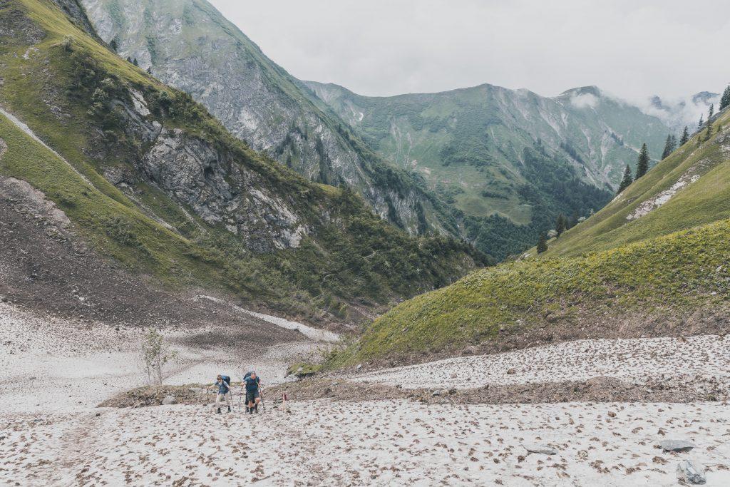 Ausgedehnte Schneefelder unterhalb der Kemptener Hütte