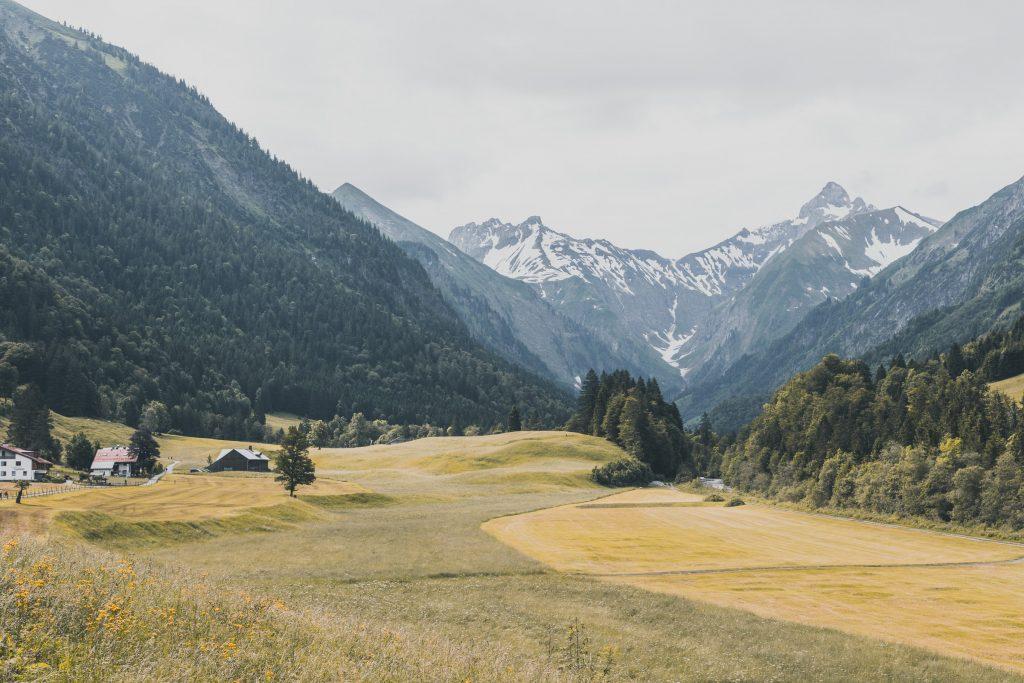 Kurz hinter Oberstdorf - der klassische Einstieg in den Fernwanderweg E5