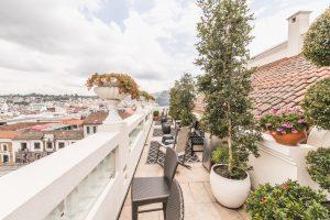 Dachterrasse mit Blick auf Quito