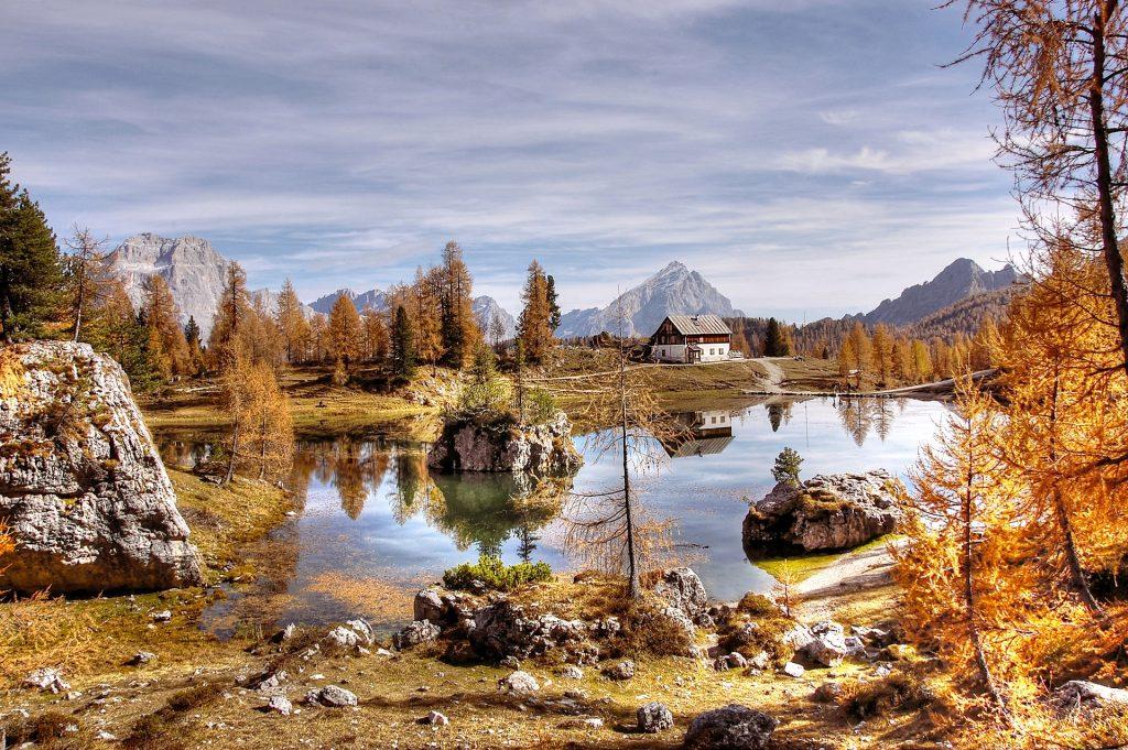 Ein Bergsee in den Dolomiten