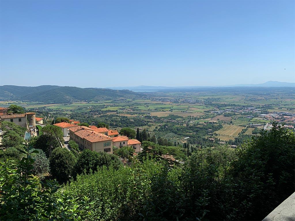 Blick von Cortona auf die Ebene bis zum Lago Trasimeno