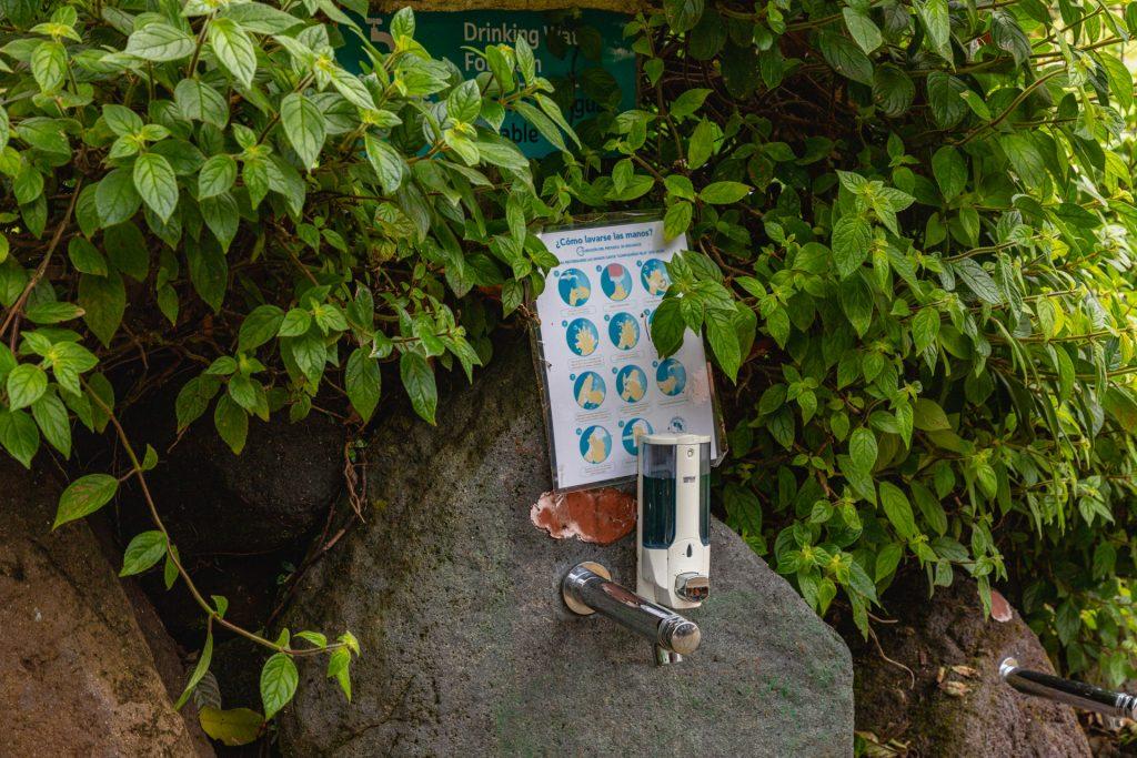 Trinkbrunnen mit Seite und Hygieneinfos