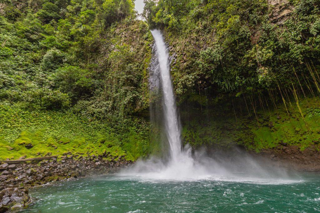 Eine filmreife Badestelle am Wasserfall