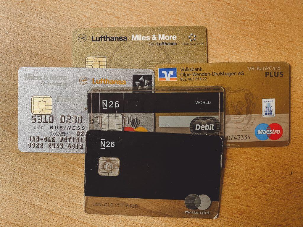 Kreditkarten & EC-Karten - perfekt um auf Reisen und im Urlaub zu zahlen
