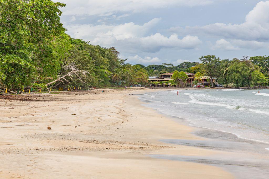 Am Strand vom Cahuita Nationalpark